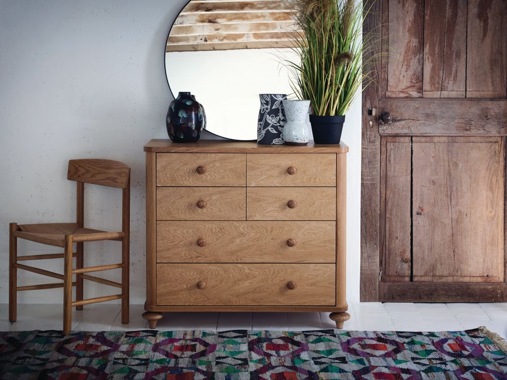 Oak- Accentuate your home décor this season with eclectic interior choice